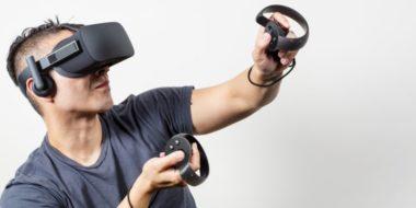"""5cb0d4ee89df3d545408b762 750 375 380x190 - """"Veľký brat ťa vidí"""": Ovládače Oculus Touch ukrývajú konšpiračné texty"""