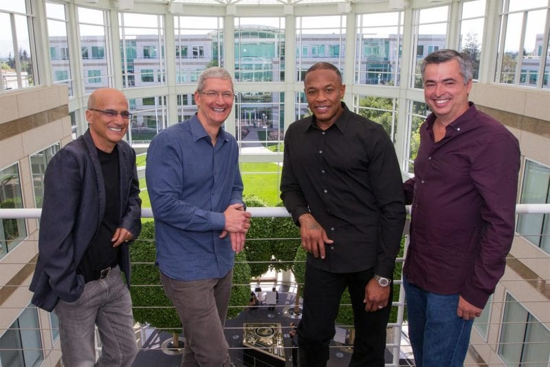 apple buys beats official dr dre tim cook 800x533 - The Chronic od Dr. Dre je ďalšou exkluzivitou Apple Music