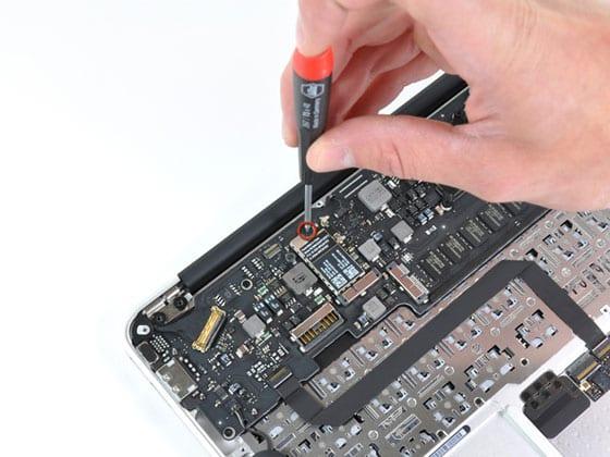 Rozobratý MacBook Air