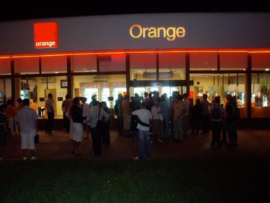 Orange iPhone polnočný predaj v Košiciach