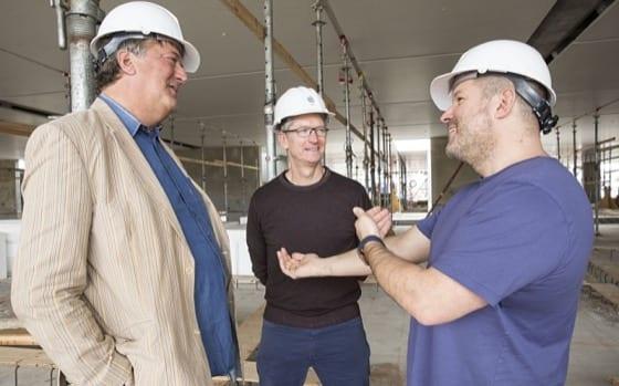 Jony Ive a Tim Cook v rozostavanom Apple Parku