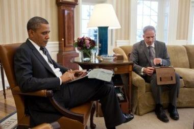 obama ipad 380x253 - Apple prehral boj o Baracka Obamu
