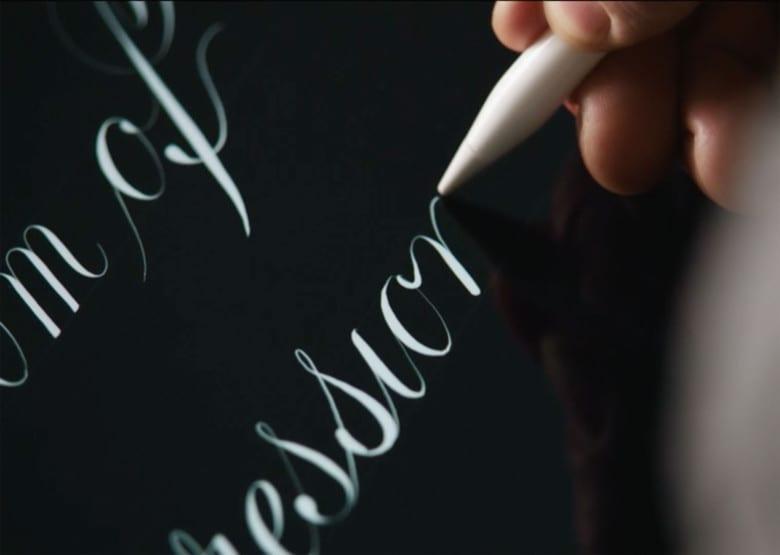 ipad pro pencil typography - Apple Pencil 2 dostane jednoduchší dizajn, gestá a nové nabíjanie