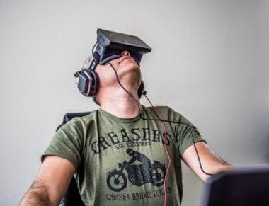Orlovsky and Oculus Rift 380x291 - 2016 by mohol byť pre Apple rokom virtuálnej reality
