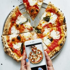 151222 BA PizzaIphone 1253comp revAT2 620x929 240x240 - Magazín nafotil celé marcové vydanie len pomocou iPhonu, pozrite si výsledky