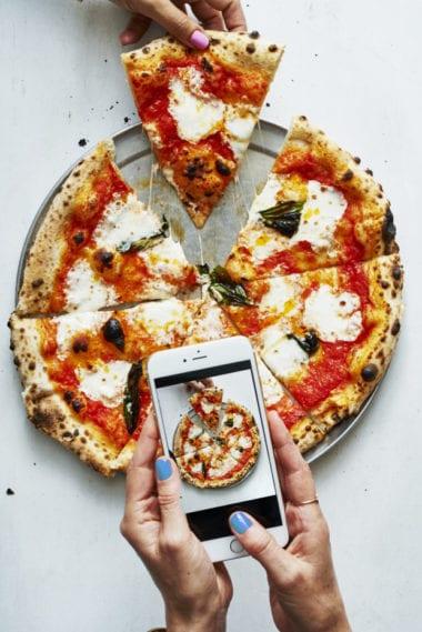 151222 BA PizzaIphone 1253comp revAT2 620x929 380x569 - Magazín nafotil celé marcové vydanie len pomocou iPhonu, pozrite si výsledky