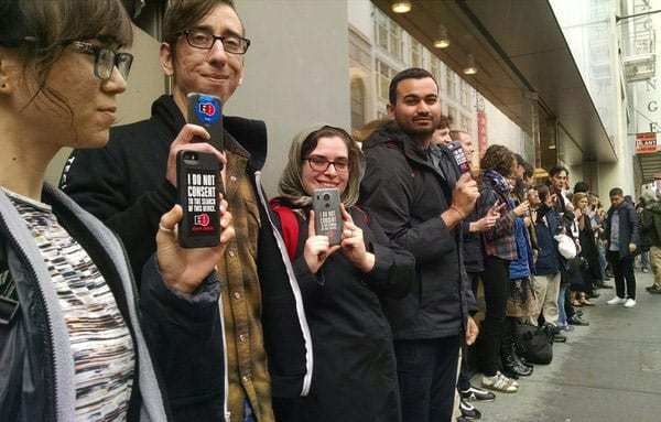 FFTF-protests-Apple-Stores