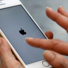 """error 53 reuters 240x240 - Apple kvôli """"chybe 53"""" čelí hromadnej žalobe"""