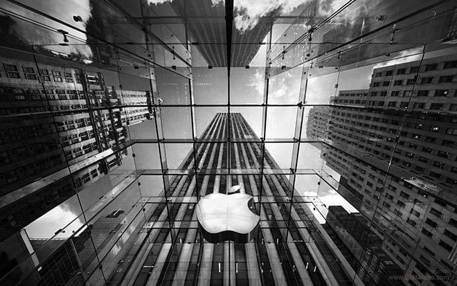 apple store manhattan logo bw - Apple oznámil, kedy oznámi finančné výsledky za 1. kvartál fiškálneho roku 2017