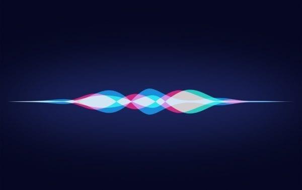 Hey Siri iPad Air By Jason Zigrino wallpaper 600x377 - Bug v Siri umožňuje zapnout/vypnout mobilní data i když je iPhone uzamčen