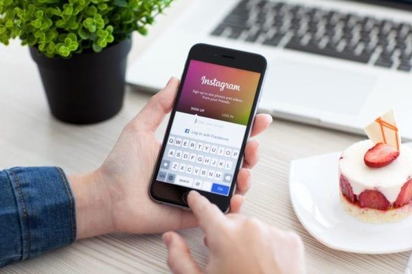 instagram keyboard app take pictures photos pics 600x400 - Instagram na iOS uľahčil zdieľanie fotiek a videí