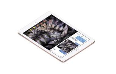 "iPadPro10 ApplePencil SmartKeyboard Splitview PR PRINT 380x242 - Recenzia iPad Pro 9,7"": Výkon v kompaktnom balení"