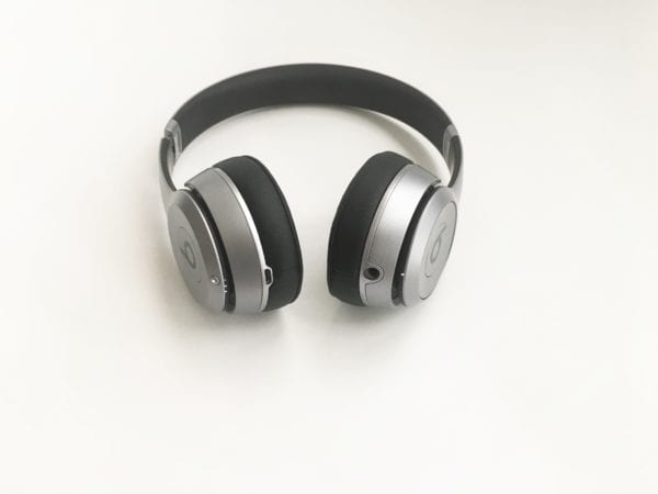 beats solo 2 wireless konektory 600x450 - Recenzia: Beats Solo 2 Wireless