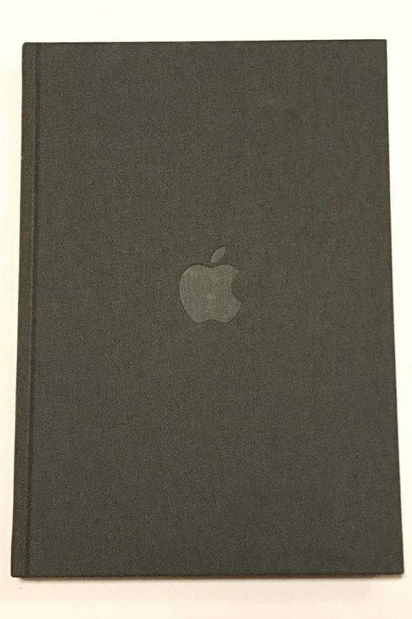 Apple zapisnik 600x900 - Apple Store tak, jak ho asi neznáte - se speciálními produkty
