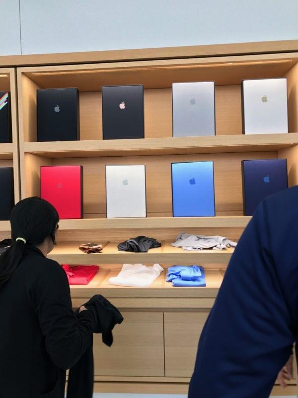 Tricka s logem 600x800 - Apple Store tak, jak ho asi neznáte - se speciálními produkty