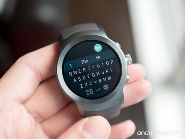 lg watch sport android wear keyboard 600x450 - Google představil Android Wear 2 po boku nových modelů od LG