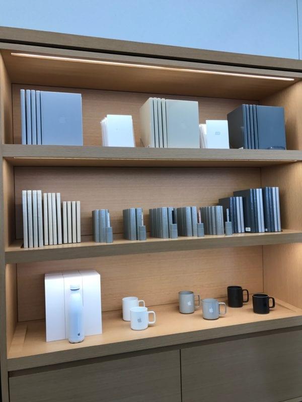 propisky zapisniky hrnecky termosky 600x800 - Apple Store tak, jak ho asi neznáte - se speciálními produkty
