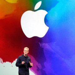 apple logo splash tim cook keynote 240x240 - Apple najal expertov z Googlu a NASA, pracovať budú na satelitoch a AR