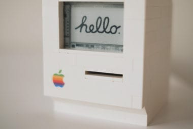 lego macintosh raspberry pi1 380x253 - Programátor zostrojil funkčný model Macintosha z Lega a Raspberry Pi