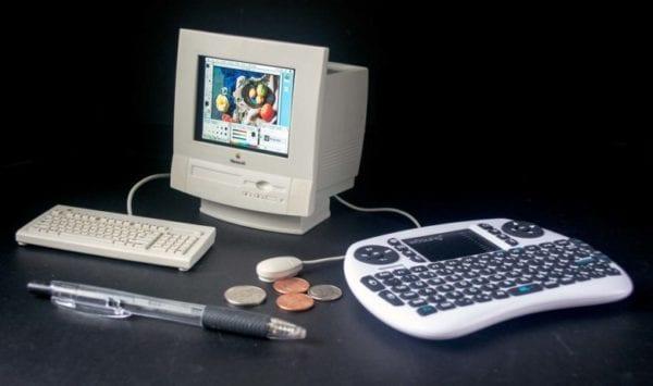 toy photoshop003 780x461 600x355 - Toto je nejspíše nejmenší Mac, na kterém lze spustit Photoshop