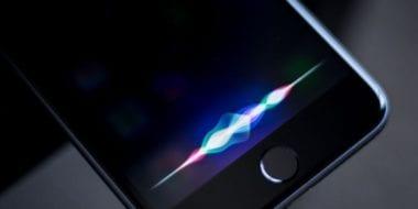 siri iphone waves 380x190 - Siri je nyní používána na více než půl miliardě zařízení