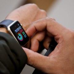 apple watch series 3 with a major update launches in september device rolls out along iphone 8 240x240 - Chyba Apple Watch způsobuje jejich restart když se zeptáte Siri na počasí