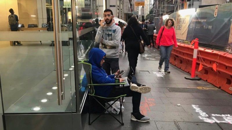iPhone X fronta 800x450 - Lidé už čekají před Apple Story na nový iPhone X