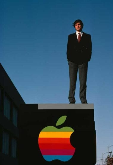 blog steve jobs diana walker 0 380x551 - Z garáže do každej ruky: História Apple (4. časť)