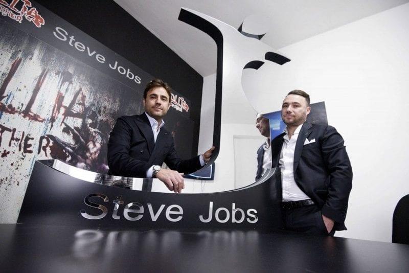 stevejobsclothing1 800x534 - Talianska módna spoločnosť vyhrala práva na značku Steve Jobs