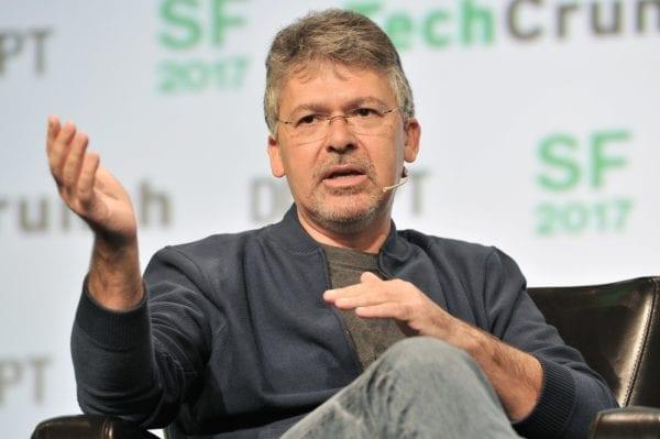 john giannandrea engadget 600x399 - Apple z Googlu ukradol šéfa pre AI a vyhľadávanie
