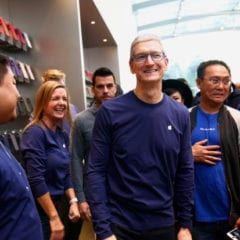 sjm l iiphonex 1104 31 240x240 - Tim Cook příští týden zavítá do Evropy na své cestě evropskými Apple Story