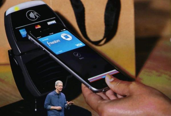 apple pay tim cook keynote 600x407 - Apple Pay vstúpi do Nemecka ešte tento rok