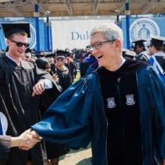tim cook duke commencement facebook privacy 240x240 - Tim Cook vystúpil ako rečník na Duke University, pozrite si jeho prejav