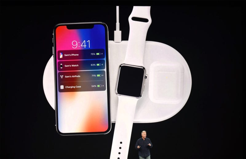 airpower iphone x airpods schiller 800x517 - Bloomberg: AirPower vyjde v septembri, iPhone X takmer nemal nabíjací port