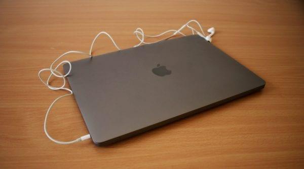 MacBook Air 2018 1 600x333 - Recenzia: MacBook Air s Retina displejom