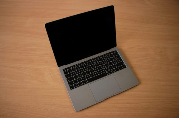 MacBook Air 2018 600x396 - Recenzia: MacBook Air s Retina displejom