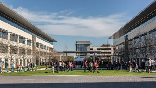 Apple build new campus in Austin and jobs in us outside Austin campus 12132018 600x338 - Apple stavia nový miliardový kampus v Texase