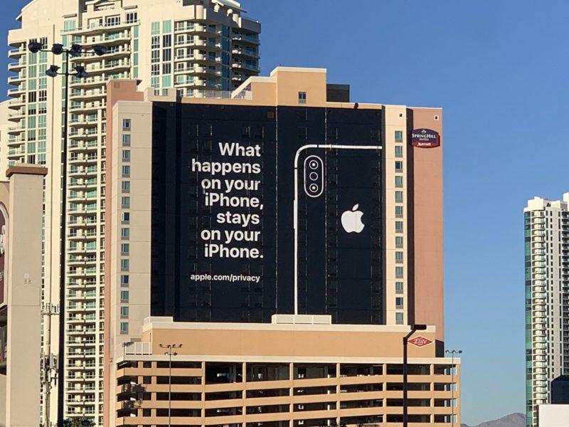 """apple ces las vegas billboard 800x600 - """"Čo sa stane na iPhone, zostane na iPhone."""" hovorí obrovský billboard v Las Vegas"""