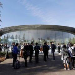 """steve jobs theater apple 240x240 - Apple rozeslal médiím pozvánky na letošní první mediální akci, """"It's Show Time"""", konat se bude 25. března/marca"""
