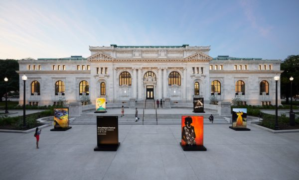 Apple Carnegie Library Building Outside Overview Mount Vernon Square 05092019 600x362 - Galéria: Nový Apple Store vo washingtonskej Carnegie Library