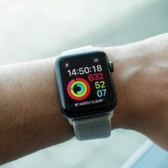 142228 smartwatches review apple watch series 3 review image1 zwf0iiorer 240x240 - Apple spustil nový servisní program pro Apple Watch Series 2 a Series 3