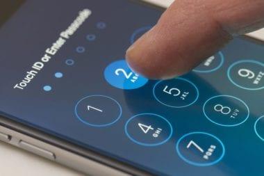 shutterstock 320041463 380x253 - Stanovisko Apple k bezpečnosti iOS