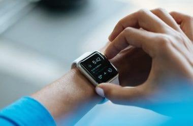 cover 380x247 - Apple Watch naďalej lídrom na trhu