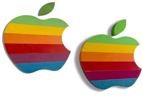 apple rainbowlogo auction - Apple chce získať ochrannú známku na svoje pestrofarebné logo