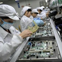 Apple report spotlights factory conditions 0P14O2EV x large 240x240 - V Nitre sa možno budú vyrábať televízie od Apple (dohady)