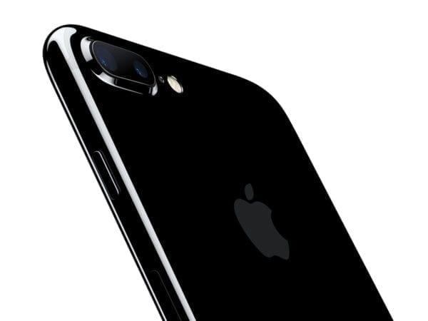 iPhone7Plus JetBlk 34BR LeanForward PR PRINT 600x450 - Apple zverejnil dve nové reklamy zamerané na Portrait Mode