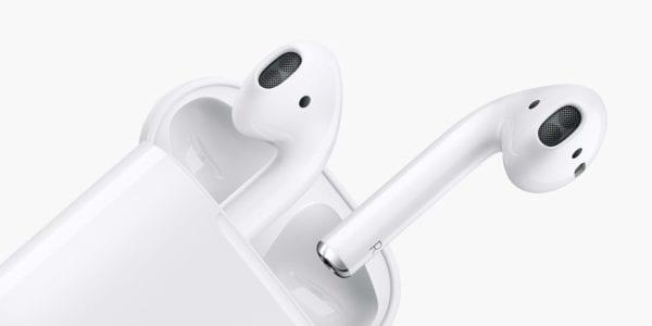 apple airpods 600x300 - Apple na začiatku konferencie ukázal neexistujúci produkt: AirPods s Hey Siri