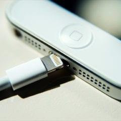 iphone 5 lightning charger cnn 240x240 - Až 99 % falošných Apple nabíjačiek nepodlieha bezpečnostným normám