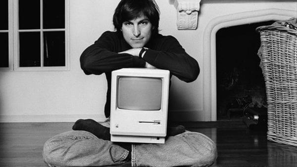 steve jobs macintosh time eyes up 600x338 - Dnes je to šesť rokov, čo nás opustil Steve Jobs