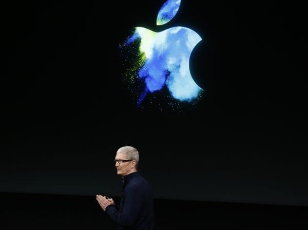 tim cook apple keynote logo 600x448 - WSJ: iPhone 8 event v novom Steve Jobs Theater už 12. septembra